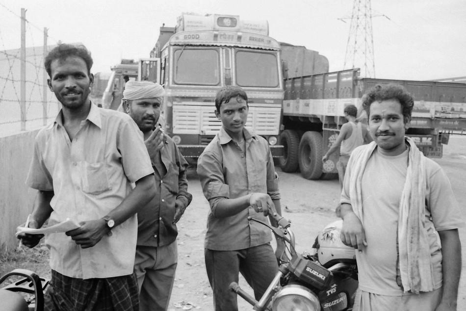 truckers, india, leica, summarit, film, analog, kodak, trix400, street photography