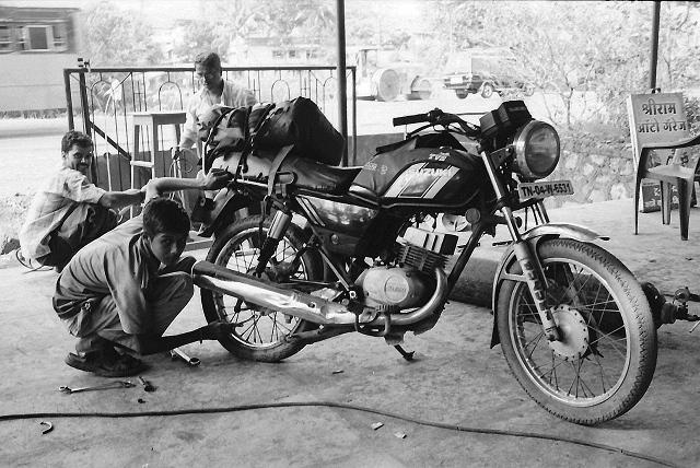 chiplun, mechanic, flat tire