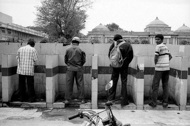 street photography, india, bangalore, rolling tires, kodak, leica, summarit, open toilet, man peeing