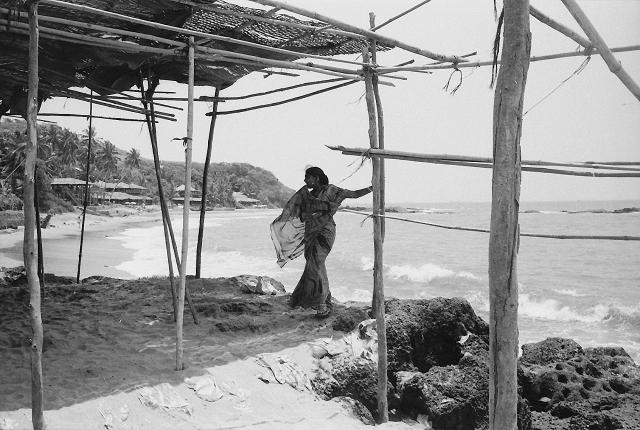 anjuna, flea market, street photography, india, bangalore, kodak, leica, summarit, goa, woman in sari