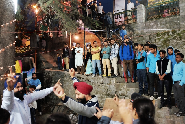 manali, nightlife, bhangra dance, wanderlust. travel