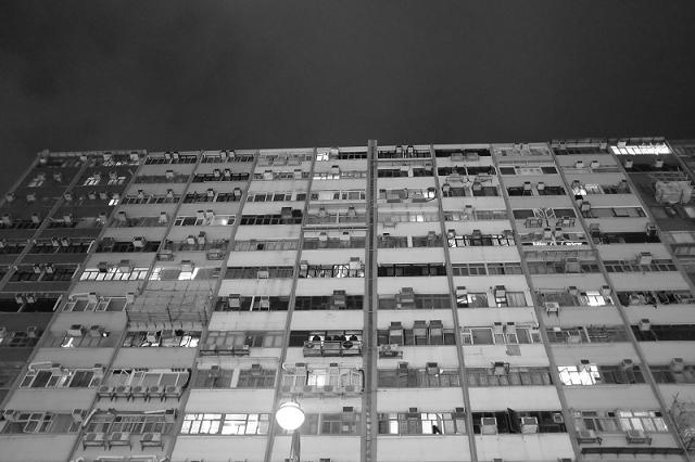 hong kong, travel, wanderlust, travel blog, street photography, black and white, fujifilm x100t, hong kong apartments,