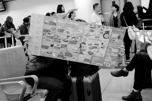 hong kong, travel, wanderlust, travel blog, street photography, black and white, fujifilm x100t, ferry terminal hong kong