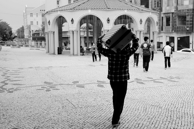 hong kong, travel, wanderlust, travel blog, street photography, black and white, fujifilm x100t, macau, vila de taipa,