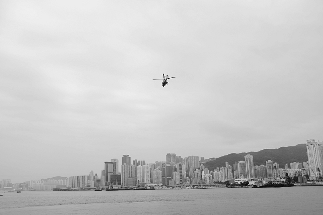 hong kong, travel, wanderlust, travel blog, street photography, black and white, fujifilm x100t, helicopter,