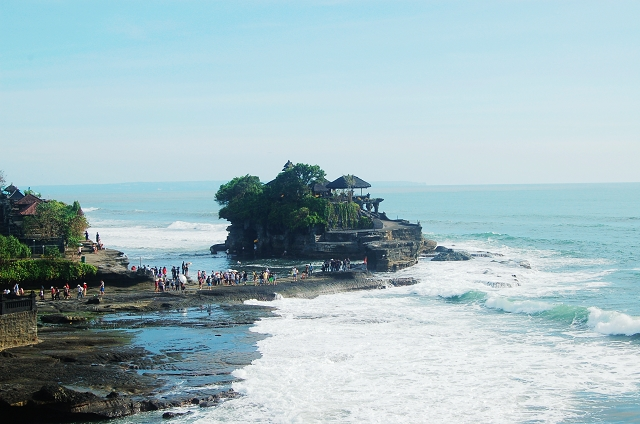 tanah lot, bali, travel guide, travel blog, travel review, beach, bali, first time