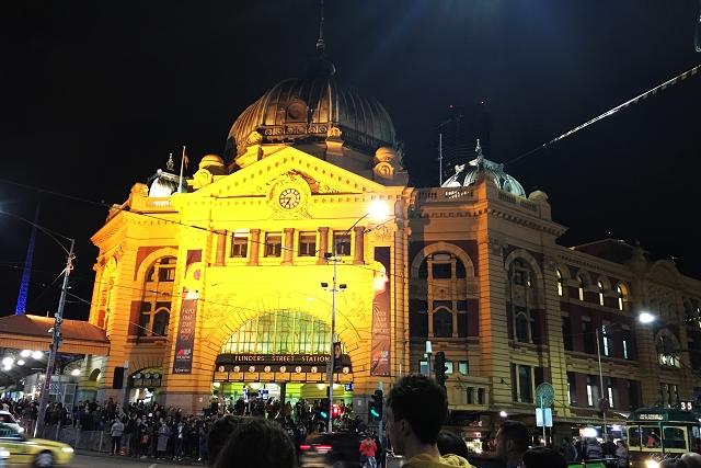 flinders, flinders train station, flinders clock, australia, melbourne, travel guide, travel, wanderlust, victoria,