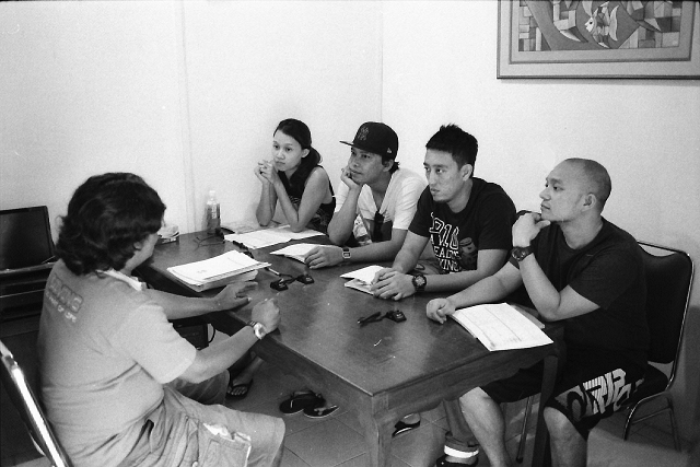 bali, scuba diving, theory class, travel, travel blog, black and white, leica, film