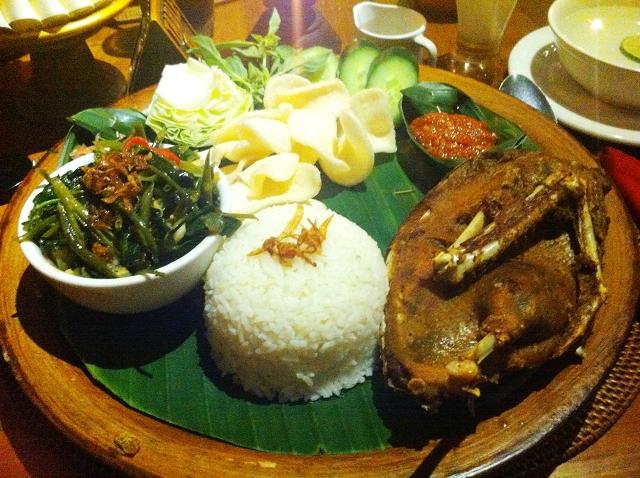 crispy duck, bebek goreng, ubud, cafe wayan, eat pray love