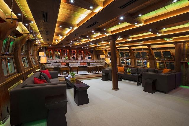 royal albatross lounge, sun set sail, singapore, cruise ship, yacht