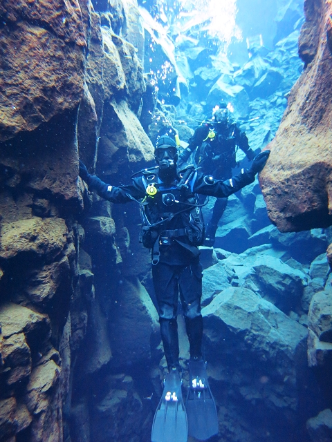 silfra, diving in the silfra, iceland, singapore travel blog, fat starfish, travel and lifestyle blog singapore