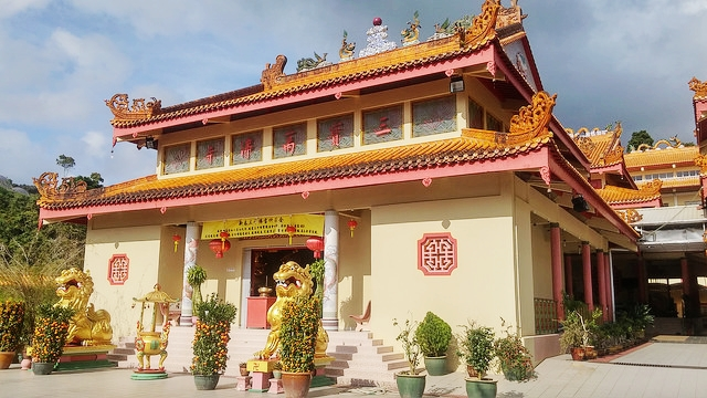 sam poh temple, cameron highlands motorcycle road trip, singapore travel blog