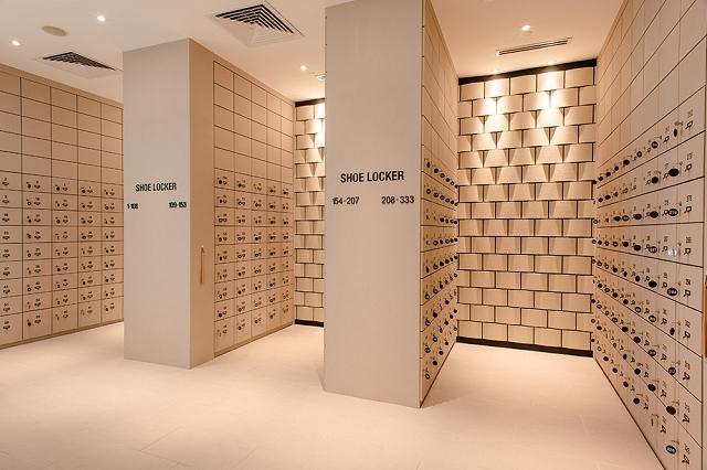 yunomori onsen and spa singapore, review of yunomori singapore, locker room,