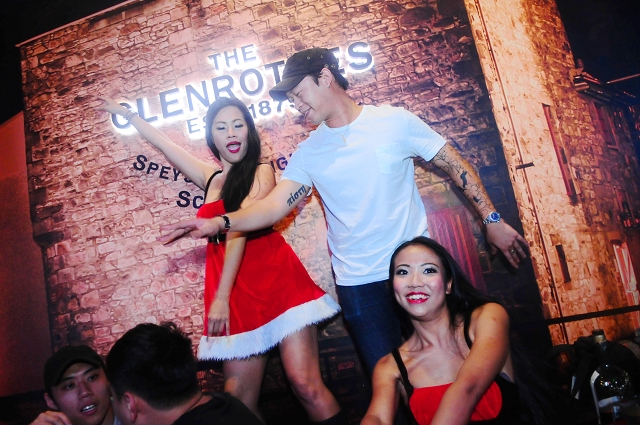 nightlife photography singapore, barroom singapore, parties, events, event photography singapore, christmas events singapore,