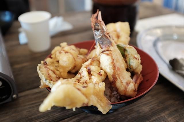 tempura seafood, nakanoshima fishing port, nakanoshima fish market, review of nakanoshima fish port, osaka, japan travels, japan campervan adventures, japancampers,