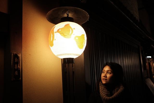 Hanami koji street girl, geishas, japan travel, japan adventures, japan campervan, singapore holiday makers in japan,