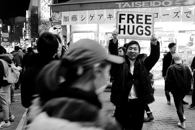 street photography japan, shibuya street photography, travel photography japan, free hugs japan, travel blog singapore, avvrtti, travel in Japan, Japan campervan roadtrip